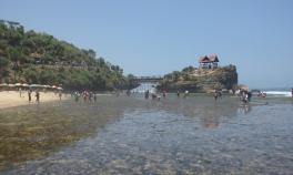 Pantai Kukup rocks